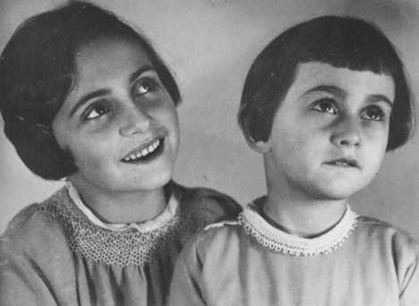 "<p>Margot and <a href=""/narrative/142/en"">Anne Frank</a> before their family fled to the Netherlands. Bad Aachen, Germany, October 1933.</p>"