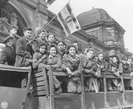 <p>Jewish refugee children gather in the US zone of occupation in Germany, en route to Palestine. One refugee waves a Zionist flag. Frankfurt, Germany, April 10, 1946.</p>