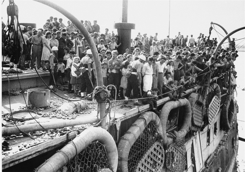 "Passengers on the deck of the refugee ship ""Exodus 1947"" in Haifa. [LCID: 69105]"