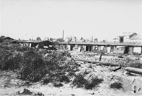 <p>Vue du camp russe (Camp de l'hôpital ), une section du camp de concentration de Mauthausen, prise après la libération. Mauthausen, Autriche, mai 1945.</p>