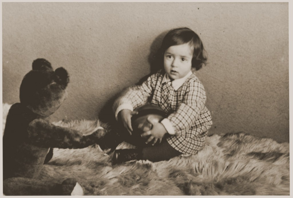 Photograph taken in December 1932 of Suse Grunbaum at age one. [LCID: 29609]