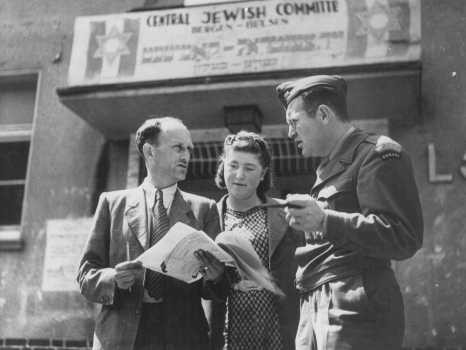 <p>David Wodlinger, a Canadian Joint Distribution Committee representative, meets with members of the Central Jewish Committee of displaced persons. Bergen-Belsen displaced persons camp, Germany, between 1946 and 1948.</p>