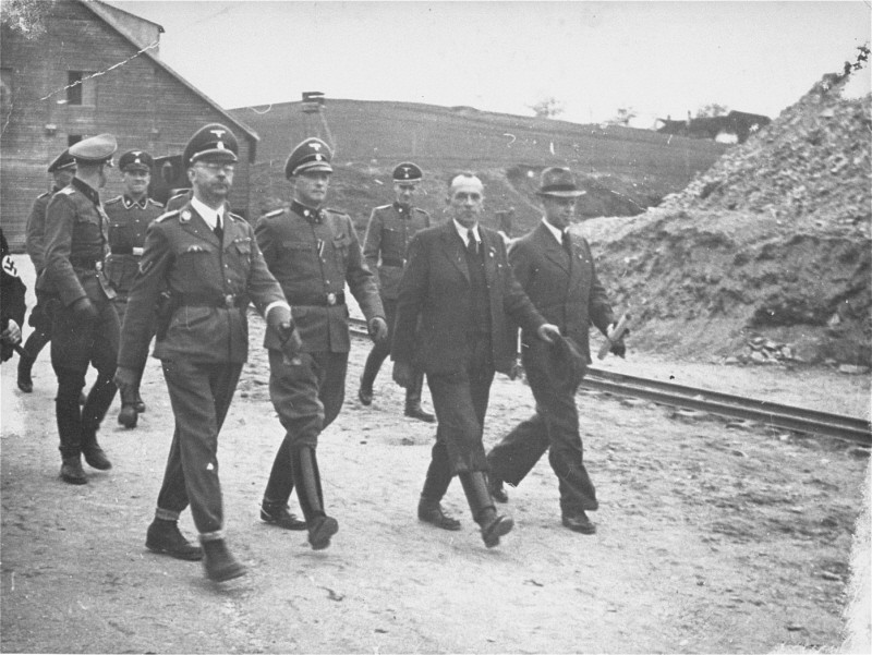 "<p>SS chief <a href=""/narrative/10813/en"">Heinrich Himmler</a> (front row, left) and <a href=""/narrative/3880/en"">Mauthausen</a> commandant Franz Ziereis (second from left) inspect inspect the Wiener Graben quarry during an official tour of the Mauthausen concentration camp. Austria, April 27, 1941.</p>"