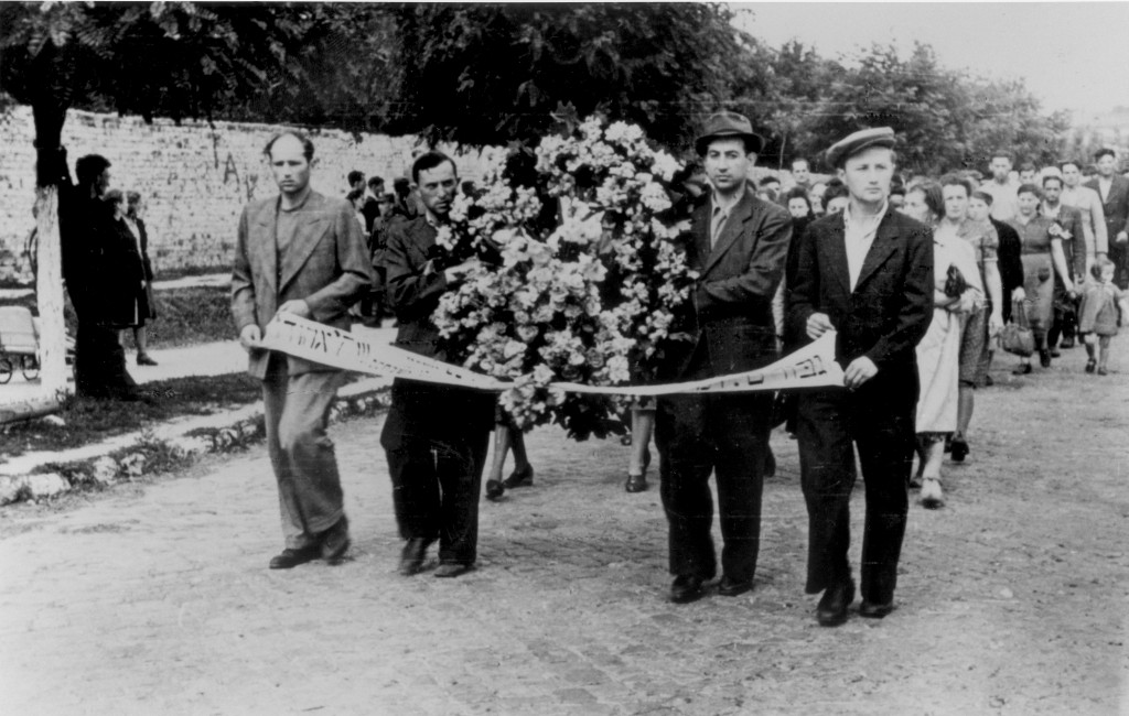 "<p>Funeral procession for victims of the <a href=""/narrative/11504"">Kielce</a> pogrom. Kielce, Poland, July 1946.</p>"