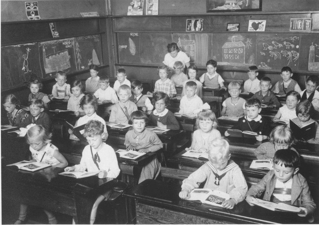<p>First grade pupils, both Jewish and non-Jewish, study in a classroom in a public school in Hamburg. Germany, June 1933.</p>