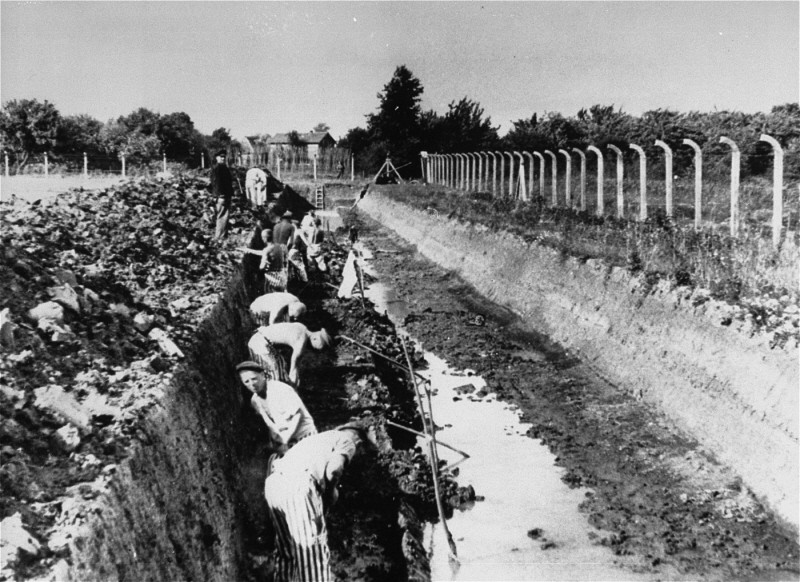 "<p>Prisoners at <a href=""/narrative/3384"">forced labor</a> in the <a href=""/narrative/6811"">Neuengamme</a> concentration camp, Germany, 1941-1942.</p>"