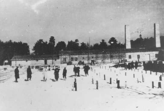 <p>محرقة الجثث رقم 4 تحت الإنشاء. دُمّرت هذه المحرقة فيما بعد أثناء إحدى الثورات في المحتشد. أوشفيتز-بيركيناو، بولندا، شتاء 1942-1943.</p>