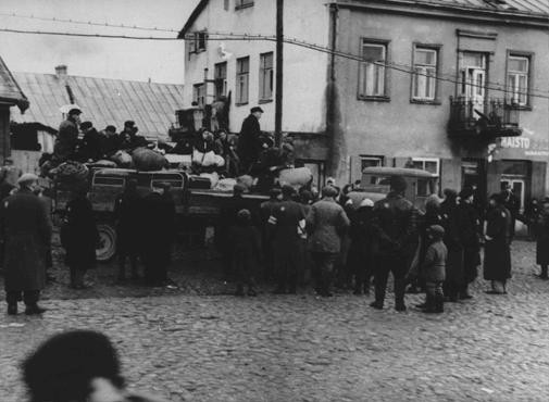"<p>Deportation from the <a href=""/narrative/3182/en"">Kovno</a> ghetto to forced-labor camps in <a href=""/narrative/5858/en"">Estonia</a>. Kovno, Lithuania, October 1943.</p>"