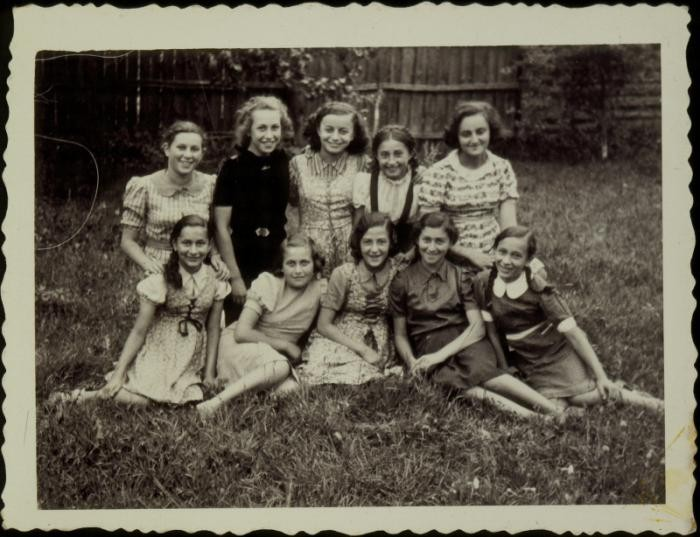 <p>A group of young girls poses in a yard in the town of Eisiskes.The Jews of this shtetl were murdered by the Einsatzgruppen on September 21, 1941. Photo taken before September 1941.</p>