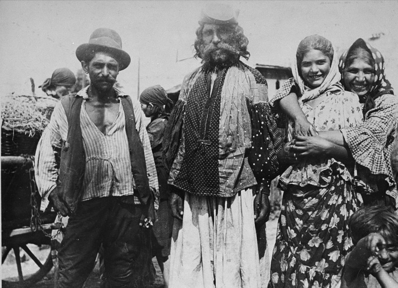 Roma (Gypsies) near Uzhgorod, 1938. [LCID: 60142]