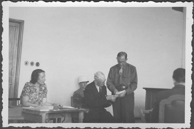 American prosecutor Robert Kempner shows a document to German Field Marshal Erich von Manstein at the IMT Nuremberg commission hearings ... [LCID: 94546]