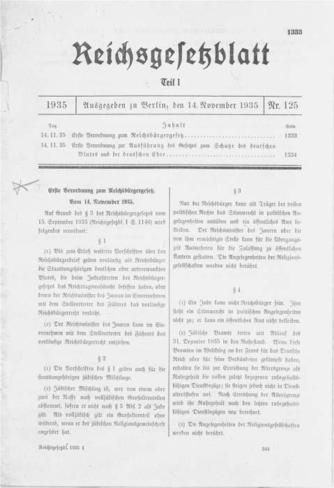 <p>Reproduction de la première page d'un ajout à la loi sur la citoyenneté du Reich du 15 septembre 1935. Il s'agit du premier des 13 ajouts à la législation originale, publiés de novembre 1935 à juillet 1943 dans le but de faire appliquer la loi sur la citoyenneté du Reich.</p>