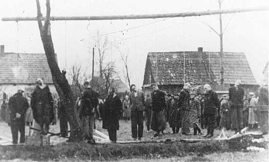 Polish citizens hanged by the Nazis in Sosnowiec. [LCID: 44350]