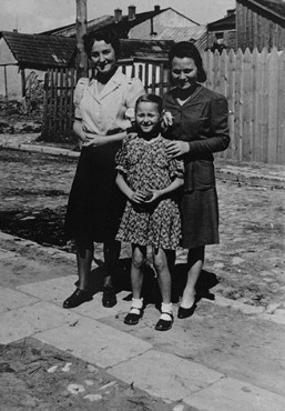 <p>Laura Schwarzwald, her daughter Selma, and Laura's sister, Adela Litwak, in Busko-Zdroj. Poland, 1947.</p>