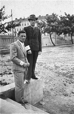 <p>Residents of the Piotrkow Trybunalski ghetto wearing the compulsory Star of David armband. Piotrkow Trybunalski, Poland, September 10, 1942.</p>