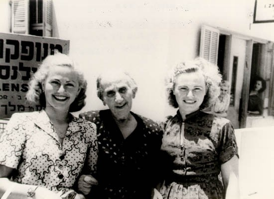Amalie (left) with her grandmother and sister Pepka in Tel Aviv, Israel, 1949. [LCID: sals23]