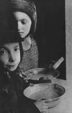 In the Warsaw ghetto, Jewish children with bowls of soup. [LCID: 51733]
