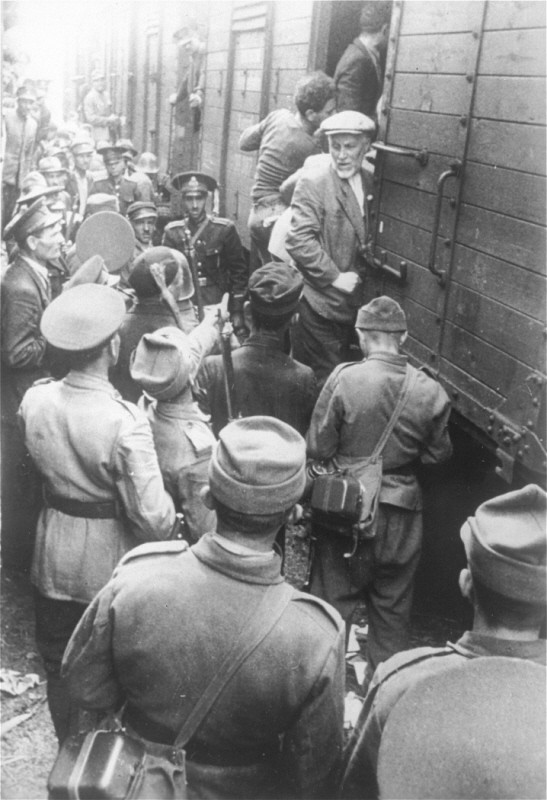 <p>Police force Romanian Jews, survivors of a pogrom in Iasi, to board a train during their expulsion from Iasi to Calarasi. Iasi, Romania, late June 1941.</p>
