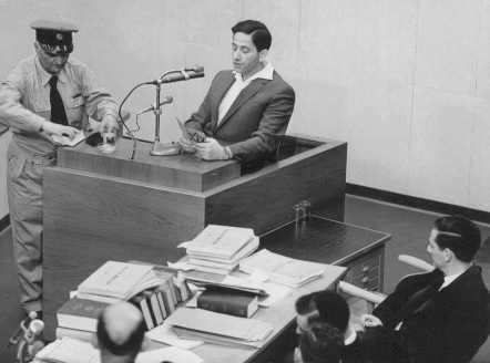 Abraham Lewenson testifying at the trial of Adolf Eichmann. [LCID: 65285]