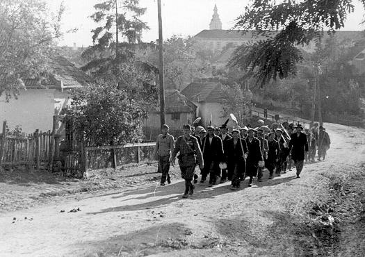 A column of Jewish forced laborers. Sarospatok, Hungary, 1941. [LCID: 12378a]