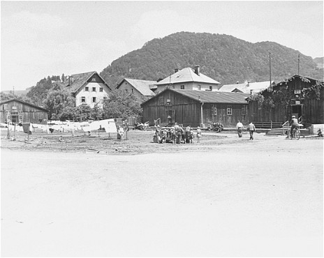 <p>View of a displaced persons camp in Salzburg, in the American occupation zone. Salzburg, Austria, May 25, 1945.</p>