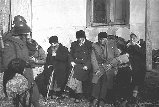 Jews of the Kishinev ghetto assembled for deportation to Transnistria.
