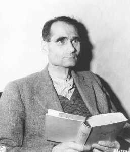 <p>Defendant Rudolf Hess in his prison cell. November 24, 1945.</p>