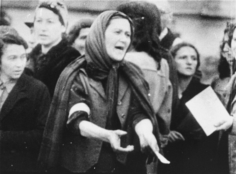 A Jewish woman during a deportation from the Warsaw ghetto. [LCID: 05541]