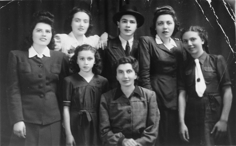 Group portrait of the Katz family. Pictured in the top row from left to right are: Chicha, Isabella, Philip, Jolon (Cipi), and Regina. [LCID: 01266]