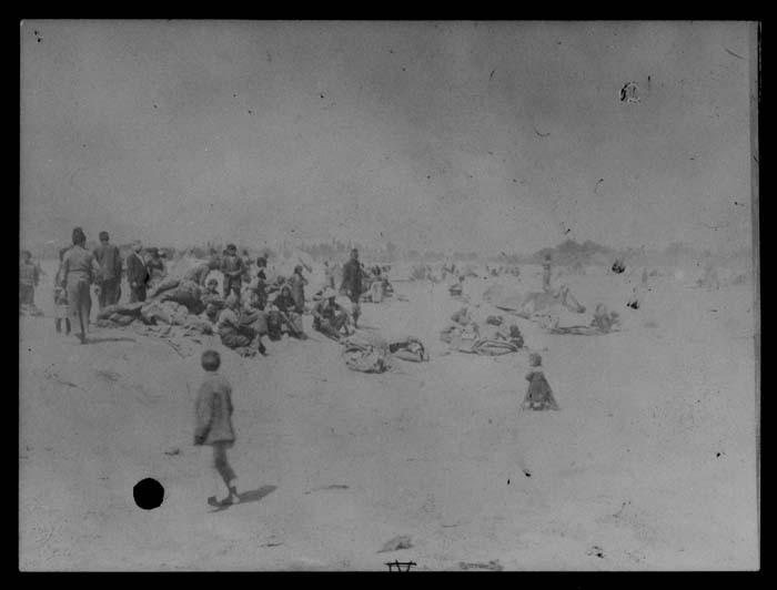 <p>مجموعة من اللاجئين الأرمن. 1915-1920.</p>