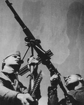<p>Soldiers from the British army's Palestine Buffs Regiment, composed of volunteers from Palestine, at anti-aircraft exercises. This regiment was a precursor to the Jewish Brigade Group. Palestine, October 14, 1944.</p>