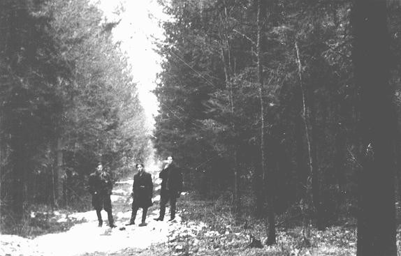 "<p>Three Jewish <a href=""/narrative/5679/en"">partisans</a> in the Wyszkow Forest near Warsaw. Poland, between 1943–44.</p>"