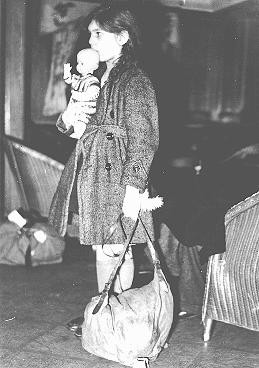 <p>Refugee girl, part of a Children's Transport (Kindertransport), shortly after arrival in Harwich. Great Britain, December 2, 1938.</p>