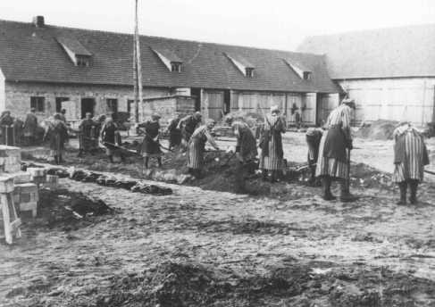 <p>Inmates at forced labor in the Ravensbrück concentration camp. Germany, between 1940 and 1942.</p>