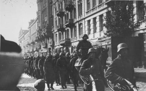 German troops march into Paris. France, June 1940. [LCID: 08369]