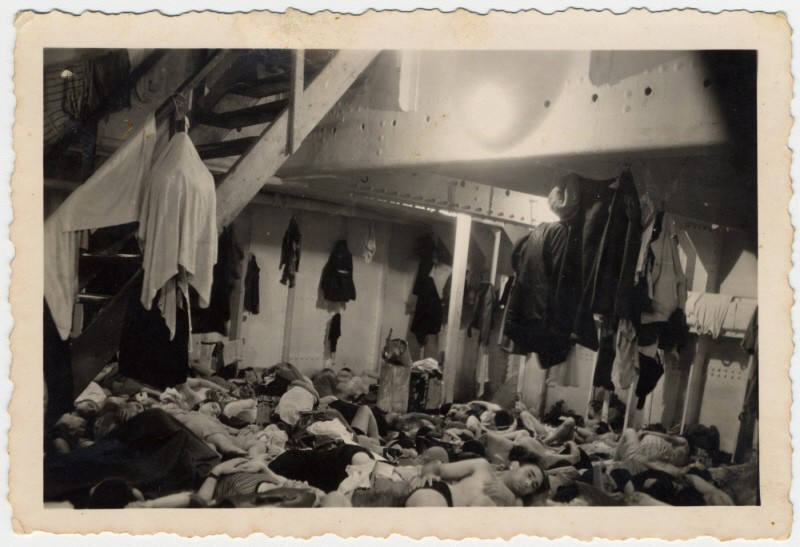 """Jewish refugees crowd together in the sleeping quarters aboard the """"Exodus 1947."""" [LCID: 26283]"""