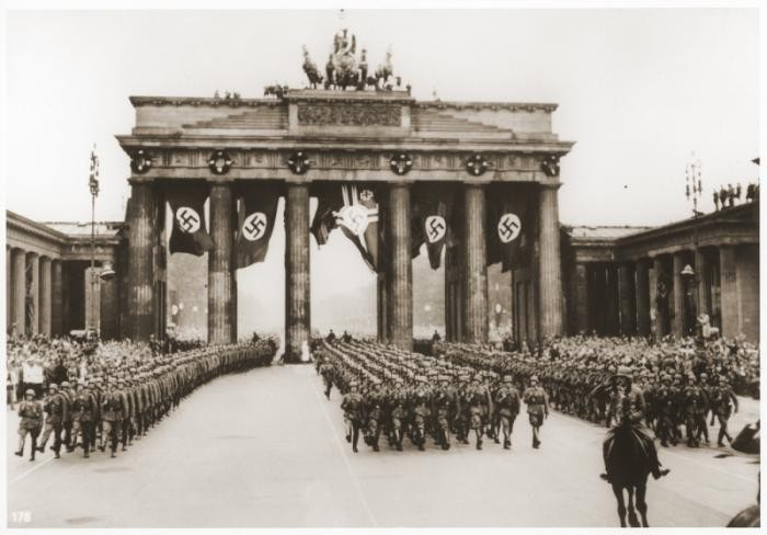 <p>The first German troops to return from the conquests of Poland and France march through the Brandenburg Gate. Berlin, Germany, July 1940.</p>