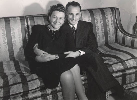 Aron and Lisa when they came to America. Probably Chicago, Illinois, 1947. [LCID: derm20]