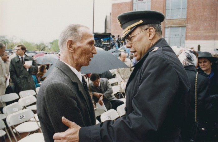 Jan Karski and General Colin Powell meet during the opening ceremonies of the US Holocaust Memorial Museum. [LCID: 1130870]