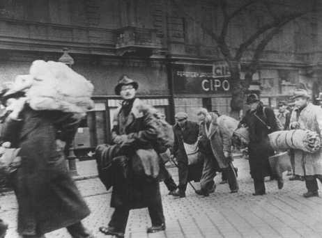 A group of Hungarian Jews rescued from deportation by Swedish diplomat Raoul Wallenberg. [LCID: 28210]
