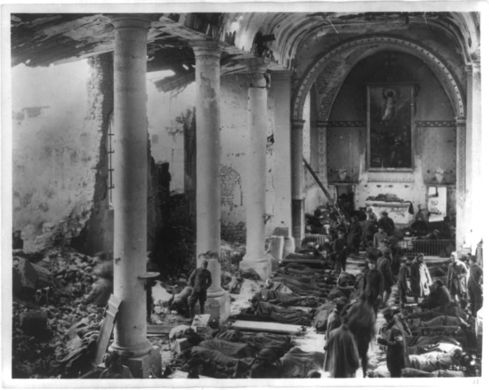 """<p>A USarmy field hospital inside the ruins of a church in France during <a href=""""/narrative/28/en"""">World War I</a>. France, 1918</p>"""