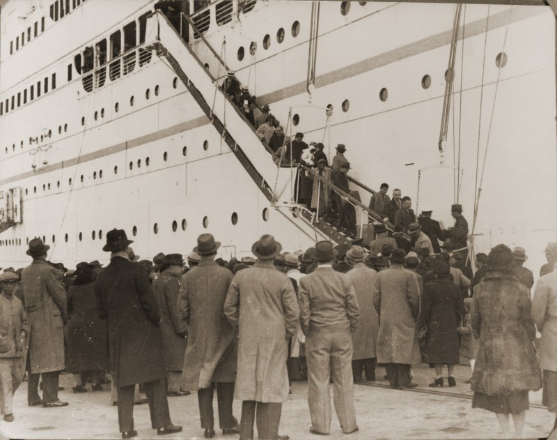 "After the Anschluss (German annexation of Austria), Austrian Jewish refugees  disembark from the Italian steamship ""Conte Verde."" [LCID: 44206]"