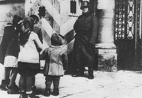 <p>Polish children look for their parents at the Gestapo (German Secret State Police) office in Warsaw. Poland, wartime.</p>