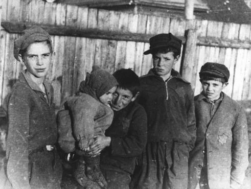 "<p>A group of children in the <a href=""/narrative/3182/en"">Kovno</a> ghetto in <a href=""/narrative/5762/en"">Lithuania</a>. This photograph was taken by <a href=""/narrative/11692/en"">George Kadish</a> between 1941 and 1943.</p>"