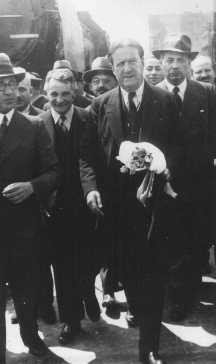 American Jewish Congress president Stephen S. Wise (center right), with Dr. [LCID: 87669]