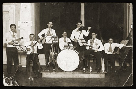 <p>Performance by a band of young Jewish musicians. Belgrade, Yugoslavia, 1932.</p>