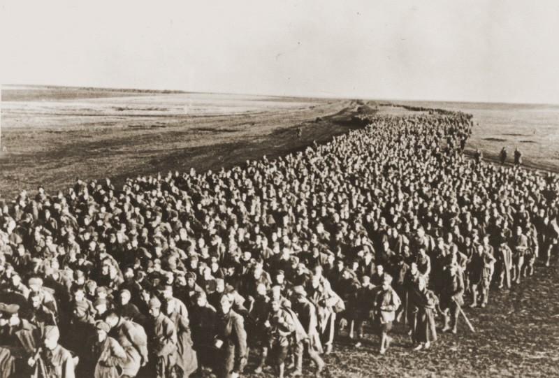 Column of Soviet prisoners of war from the Ukrainian front. [LCID: 73422]