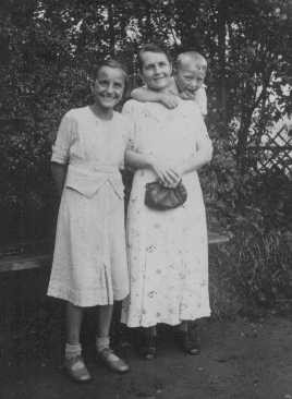"<p>Helene Gotthold, a <a href=""/narrative/5070"">Jehovah's Witness</a>, was beheaded for her religious beliefs on December 8, 1944, in Berlin. She is pictured with her children. Germany, June 25, 1936.</p>"