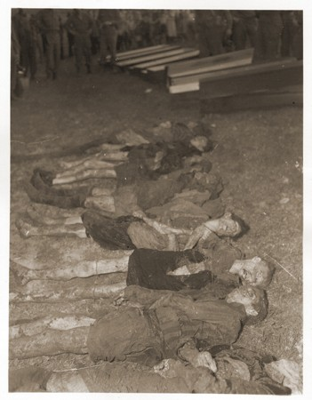 The bodies of Jewish women exhumed from a mass grave near Volary. [LCID: 24684]