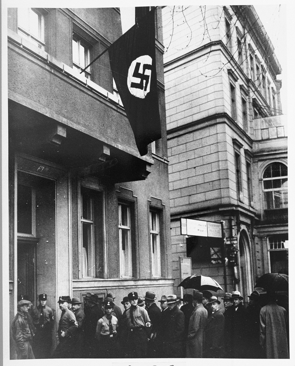 <p>Jewish lawyers line up to apply for permission to appear before the Berlin courts. New regulations set forth in the Aryan Paragraph (a series of laws enacted in April 1933 to purge Jews from various spheres of state and society) allowed only 35 to appear before the court. Berlin, Germany, April 11, 1933.</p>